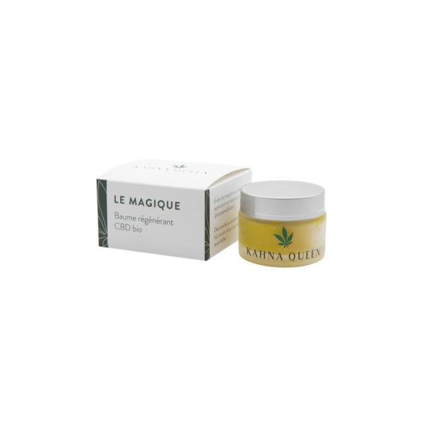 Le baume Le Magique grâce à l'energie solaire accumulée en macération, à le pouvoir régénérant des fleurs de CBD, millepertuis et consoude, couplé à la cire d'abeille. Contenant les huiles essentielles de palmarosa, lavandin, géranium rosa, romarin à verbanone et menthe poivrée; il apaise les irritations et plaies cutanées. Il accélère aussi la cicatrisation de la peau et à un pouvoir hydratant.